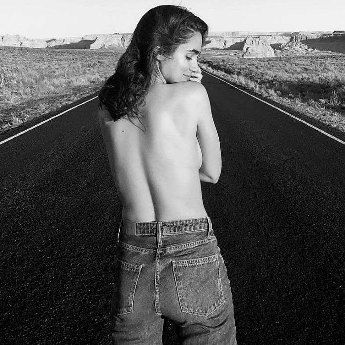 Alicia Sanz Topless Foto Blanco Negro