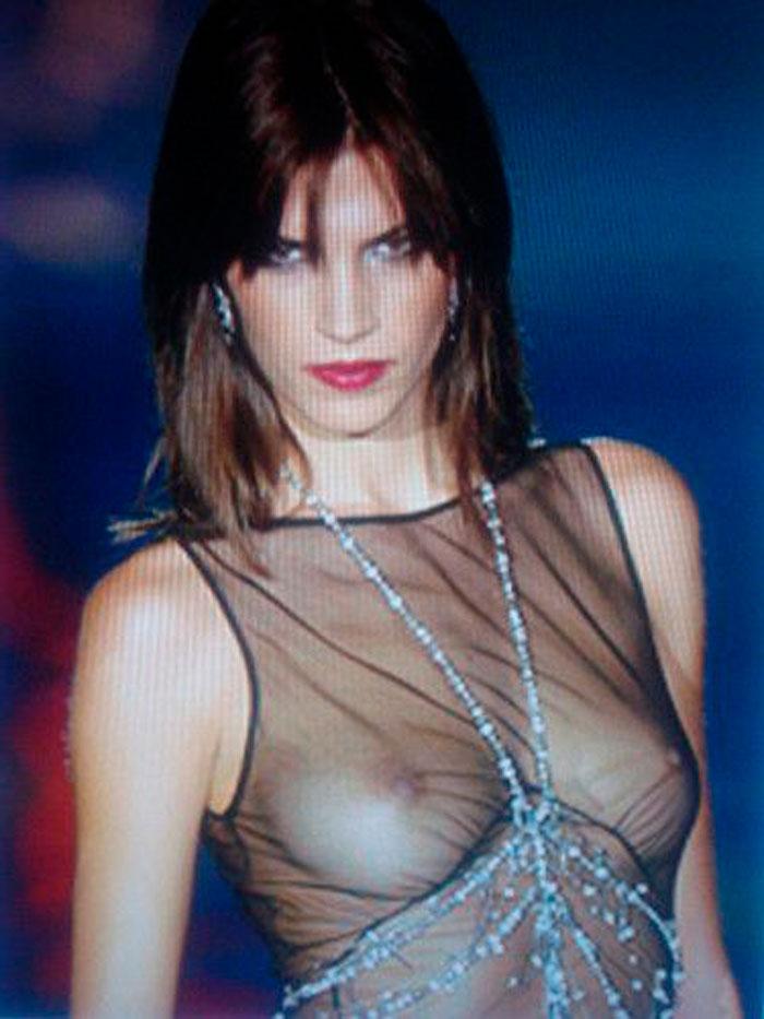 Laura Sánchez Luce Pechos Perfectos Transparencias Desfile Moda