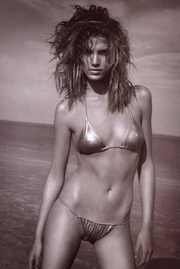 Laura Sánchez Semidesnuda Bikini Espectacular 3