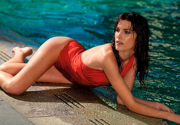 Laura Sánchez Semidesnuda Bikini Espectacular 5