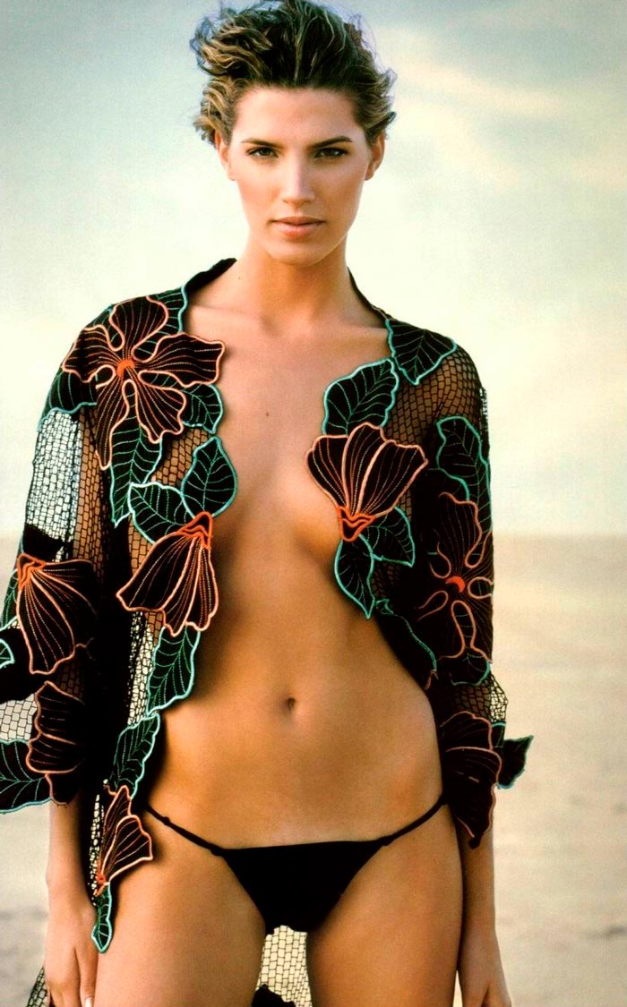 Laura Sánchez Topless Posado Sexy