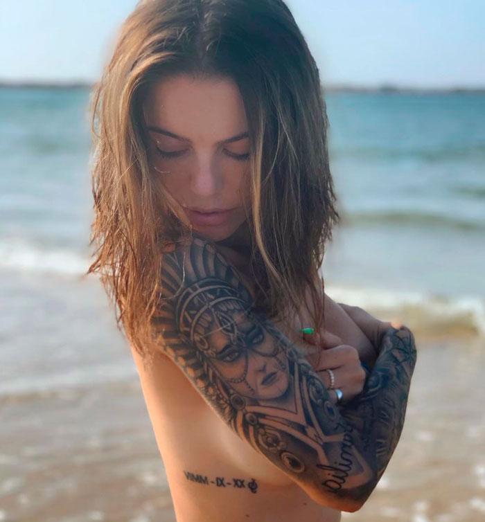 María Isabel Topless Posado Erótico