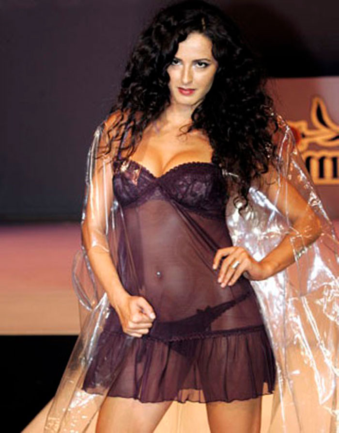 Mónica Estarreado Semidesnuda Lencería Sexy Transparente