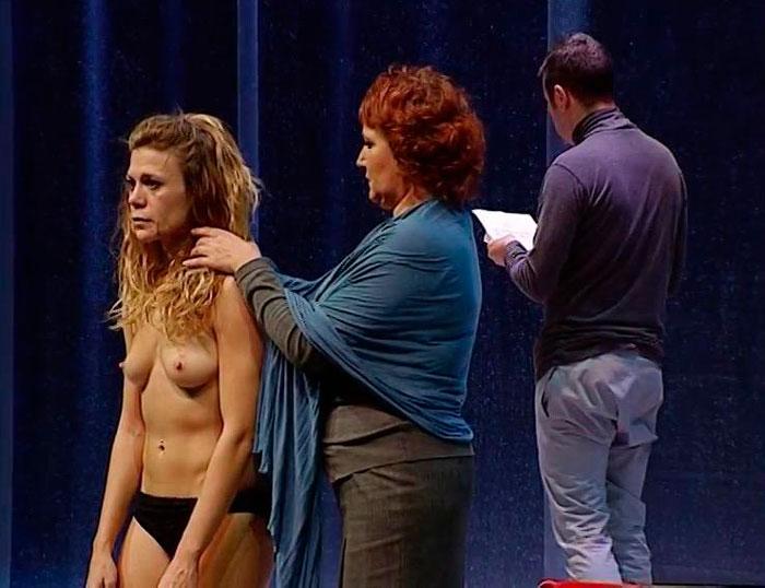 Rebeca Valls Enseña Tetas Obra Teatro