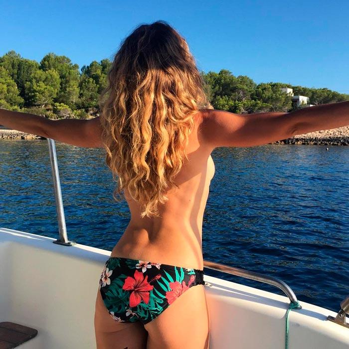Rebeca Valls Foto Bañador Espalda Barco Mar 2