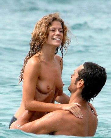 Rebeca Valls Pillada Topless Novio Paparazzi
