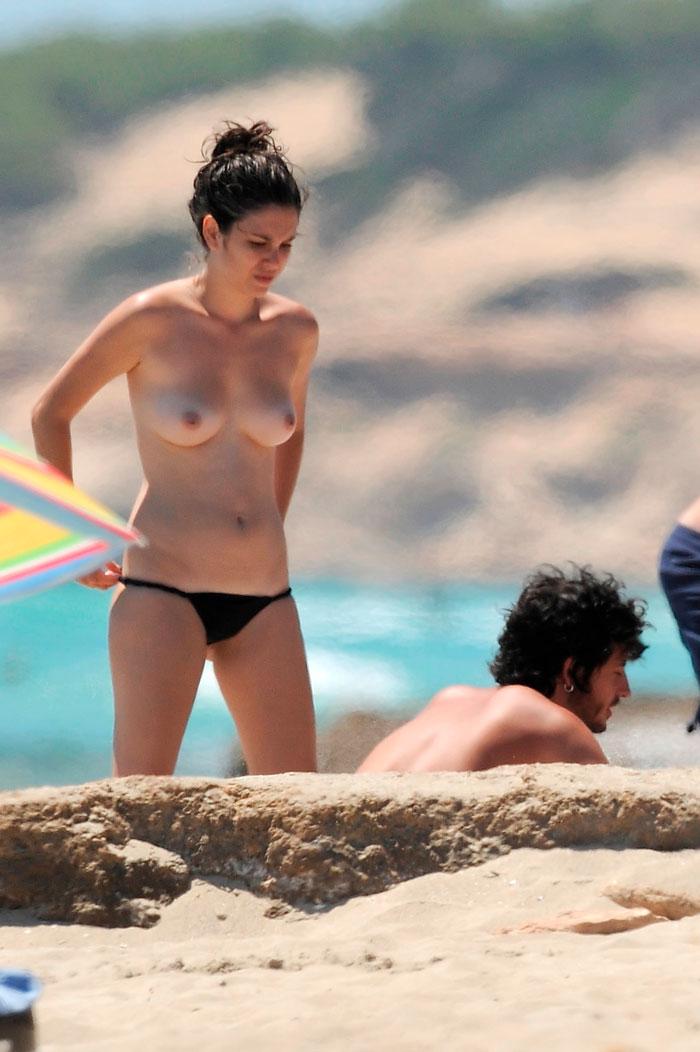Blanca Suárez Pillada Topless Playa Paparazzi 3
