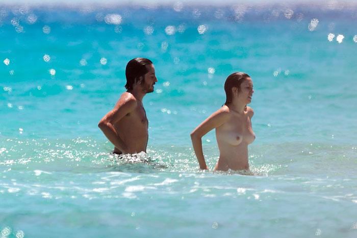 Blanca Suárez Pillada Topless Playa Paparazzi 6