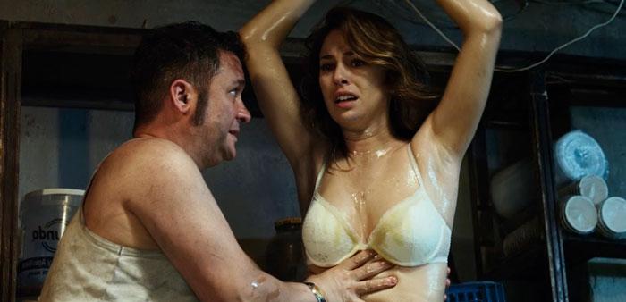 Blanca Suárez Semidesnuda Película El Bar 2