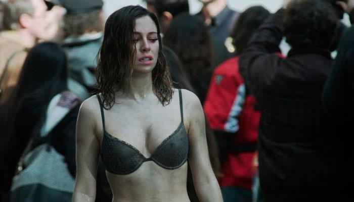 Blanca Suárez Semidesnuda Película El Bar 7