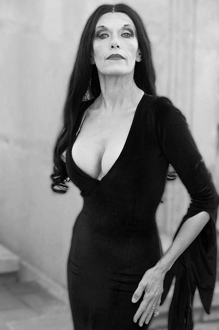 Carmen Conesa Disfrazada Morticia Addams