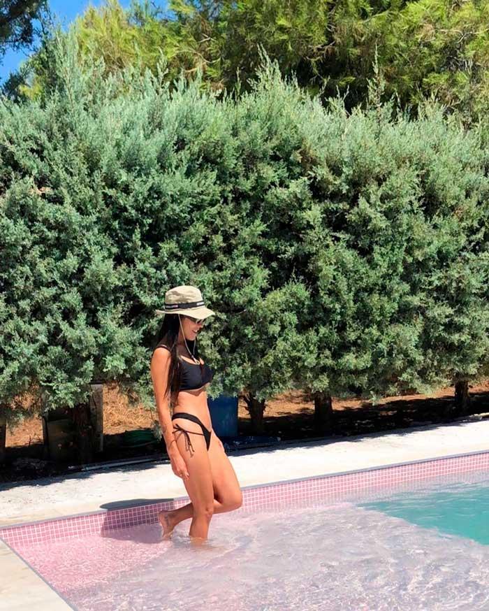Lorena Castell Bikini Sexy Piscina 2