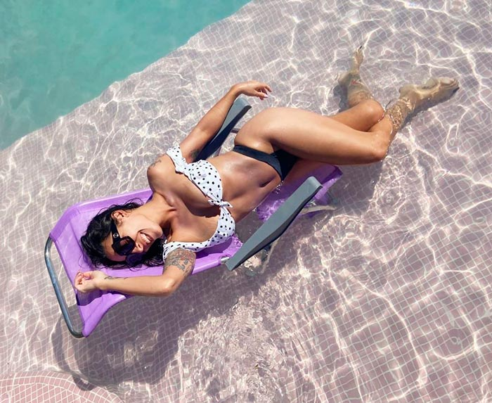 Lorena Castell Bikini Sexy Piscina