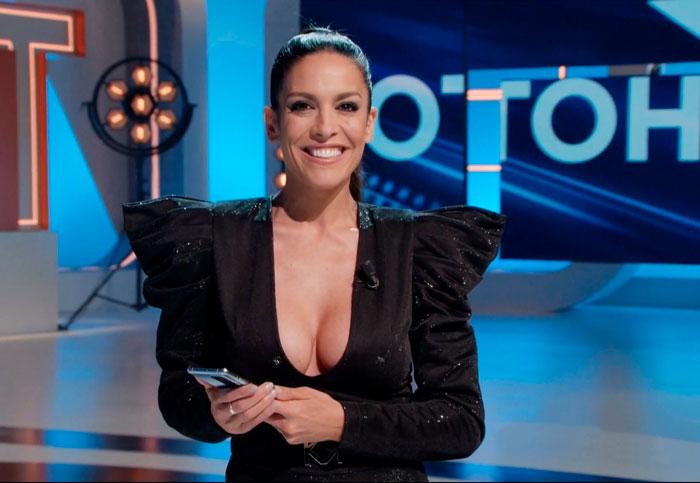 Lorena Castell Escote Enseña Tetas Grandes