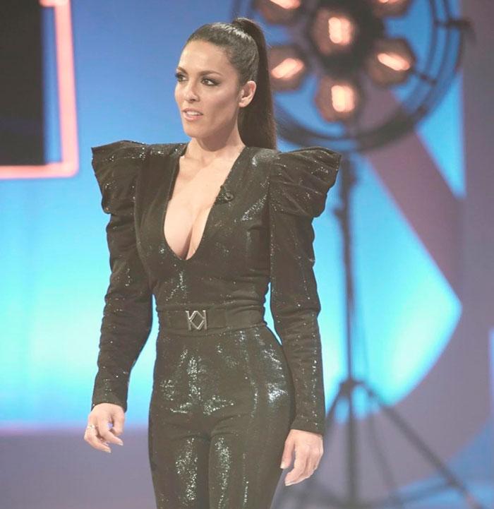 Lorena Castell Exuberante Vestido Negro Gala Televisiva