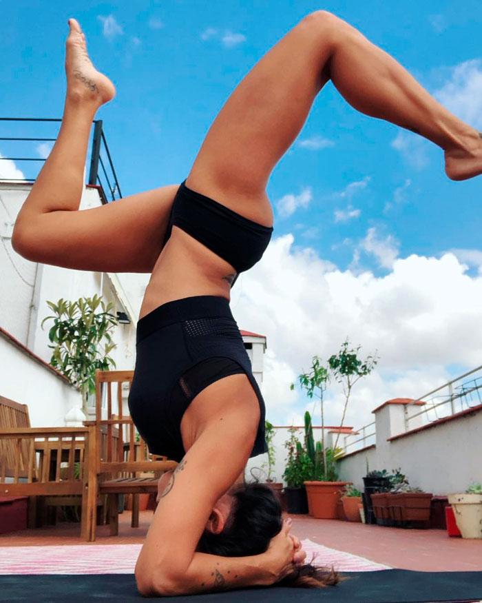 Lorena Castell Postura Yoga Gimnasia