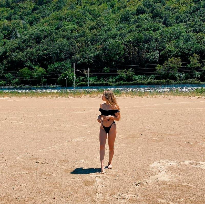 Ana Mena Espectacular Bikini Negro Playa