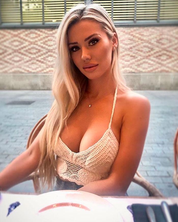 Carla Divinity Impactante Busto Delantera Escote