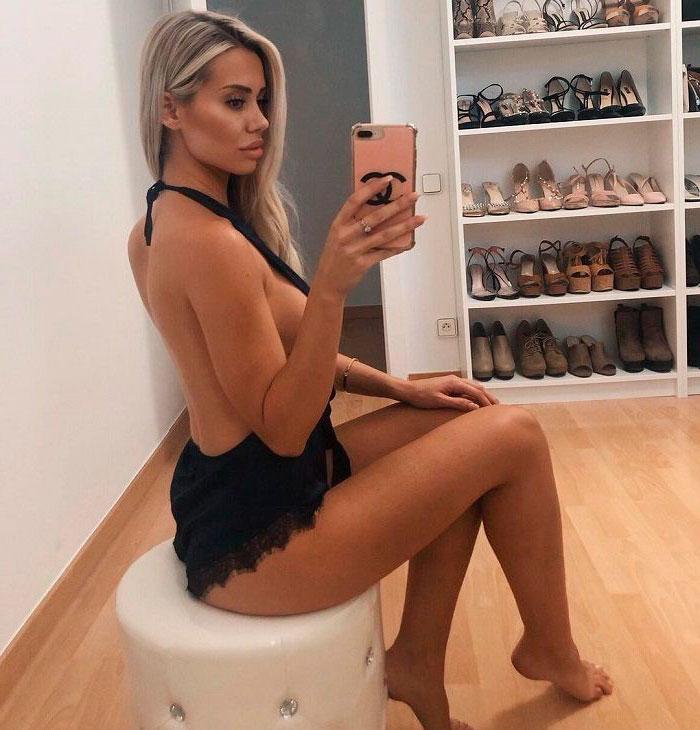 Carla Divinity Presume Piernas Instagram