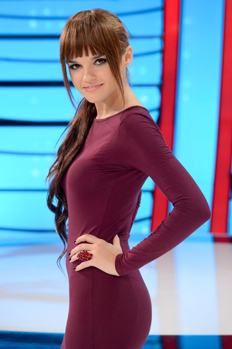 Melody Ruiz Cantante Baile Gorila