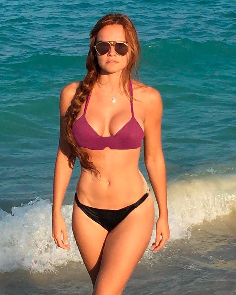 Melody Ruíz Semidesnuda Bikini Mujer Bella