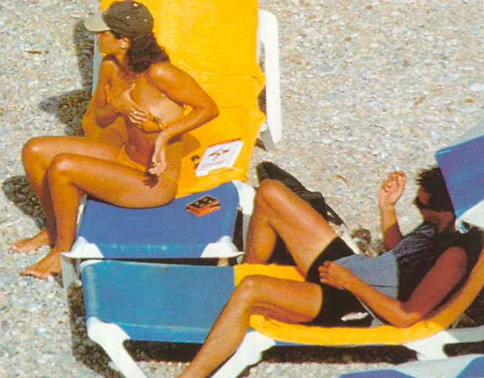 Nuria Roca Pillada Topless Interviu Playa