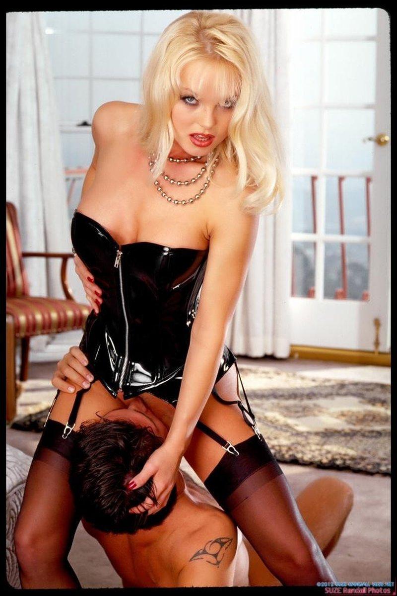 Silvia Saint Mejores Fotos Eróticas 11