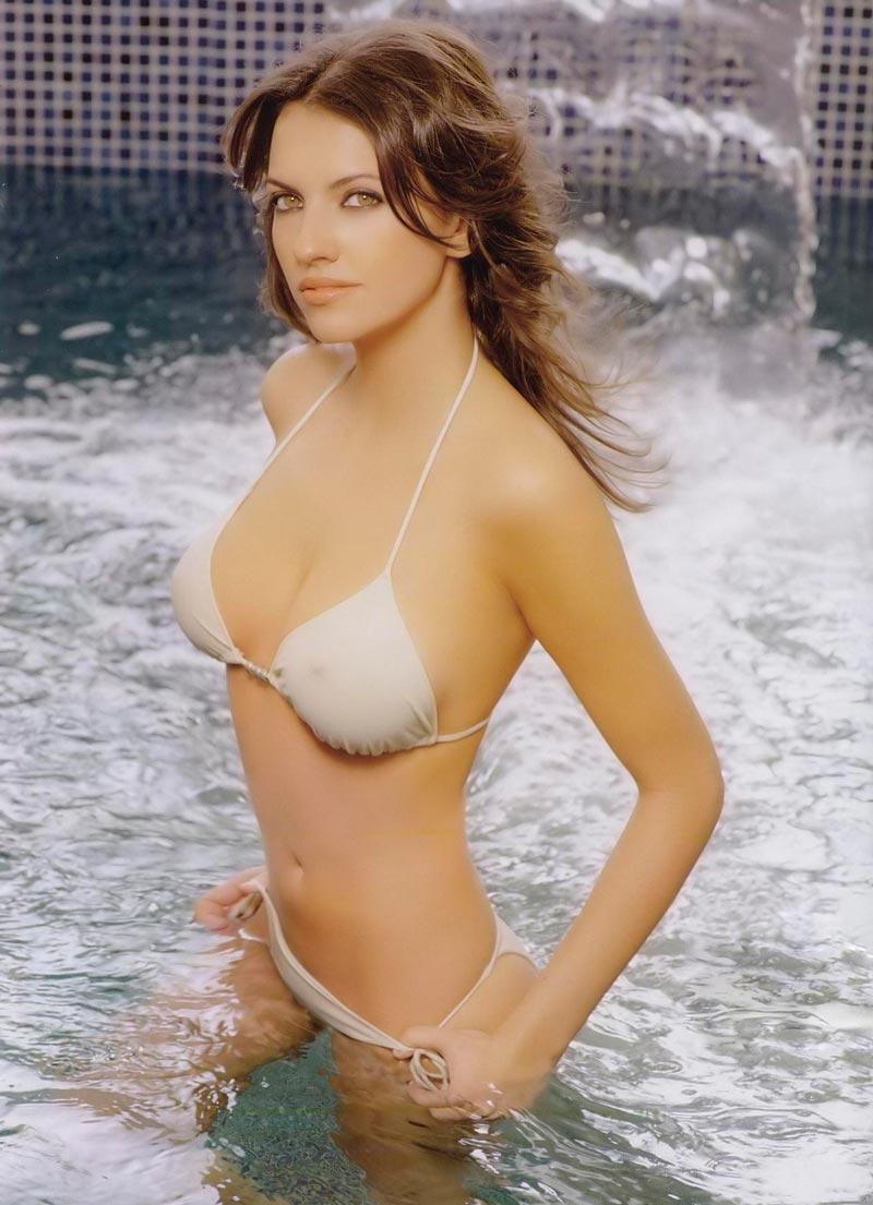 Ana Ruíz Fotos Semidesnuda Bikini