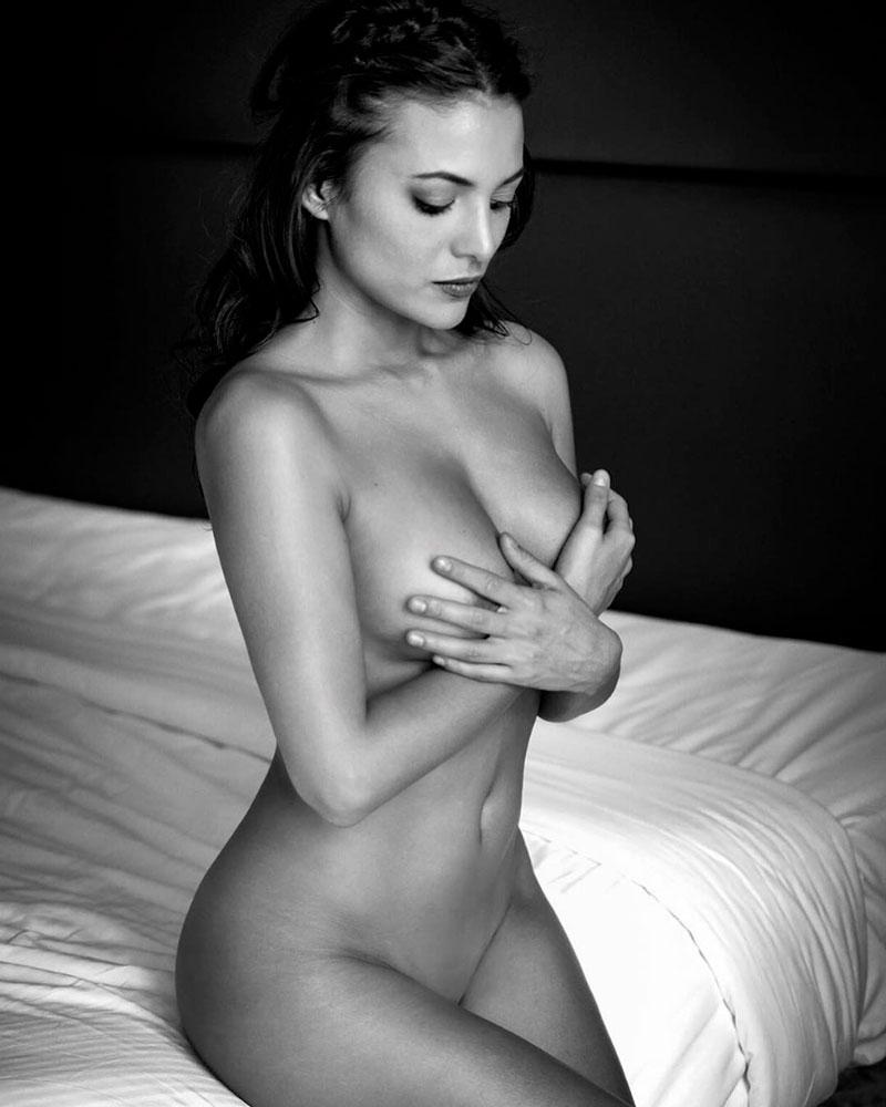 Elisa Mouliaa Completamente Desnuda Redes Sociales
