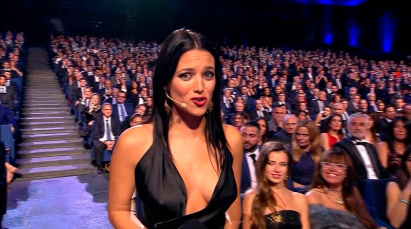 Elisa Mouliaa Escote Atrevido Premios Liga
