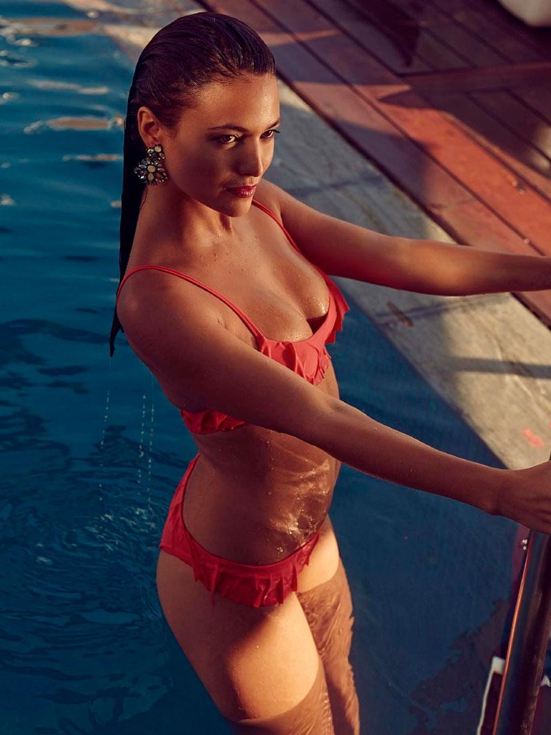 Elisa Mouliaa Exuberante Bikini Actriz Espanola