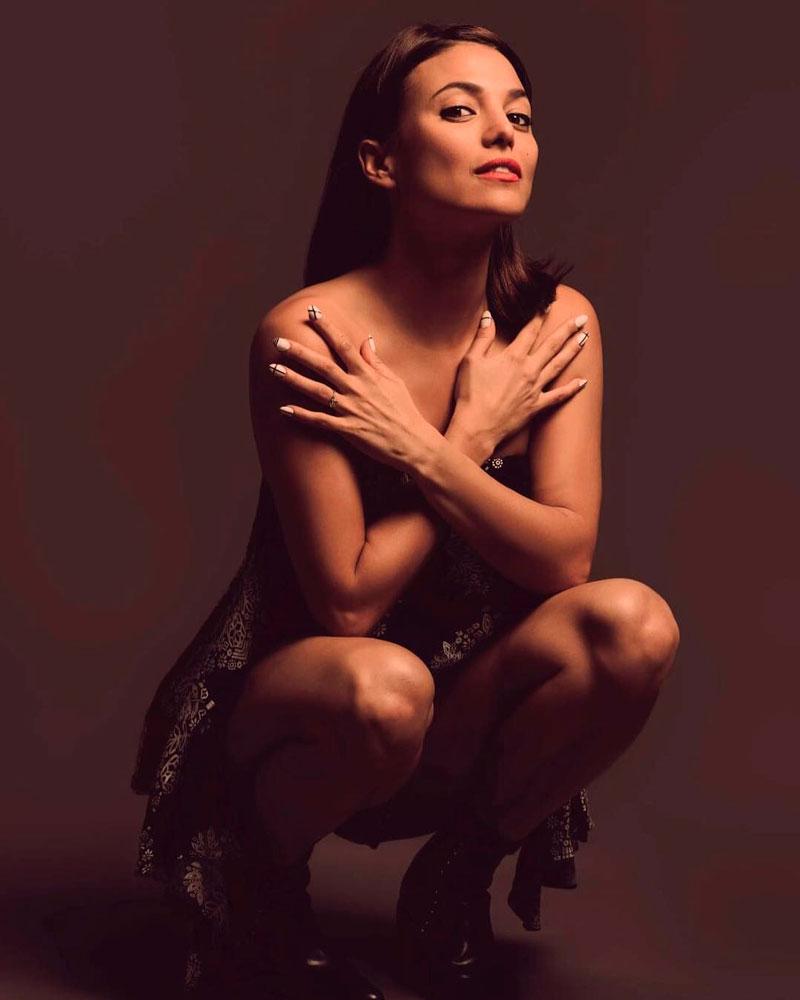 Elisa Mouliaa Fotos Sexys Instagram 5