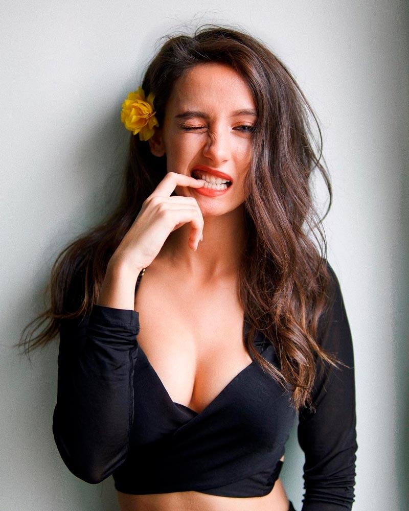 María De Nati Escote Sexy Delantera Espectacular