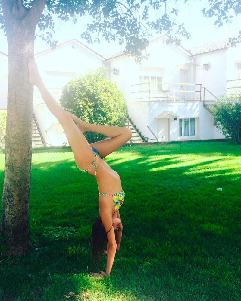 Marta Nieto Bikini Postura Sensual Yoga