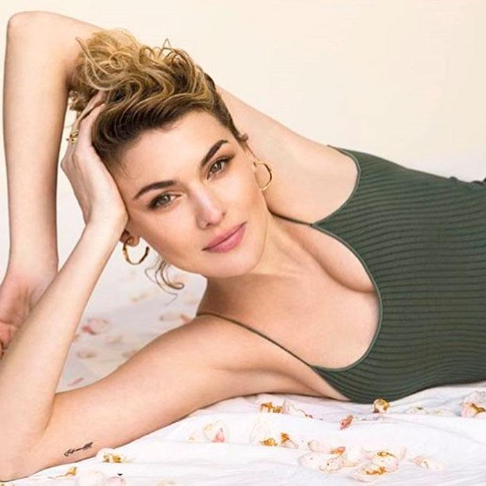 Marta Nieto Posado Erótico Revista Moda Escote