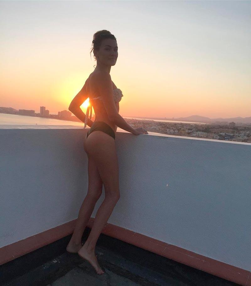Marta Nieto Semidesnuda Foto Bikini Terraza