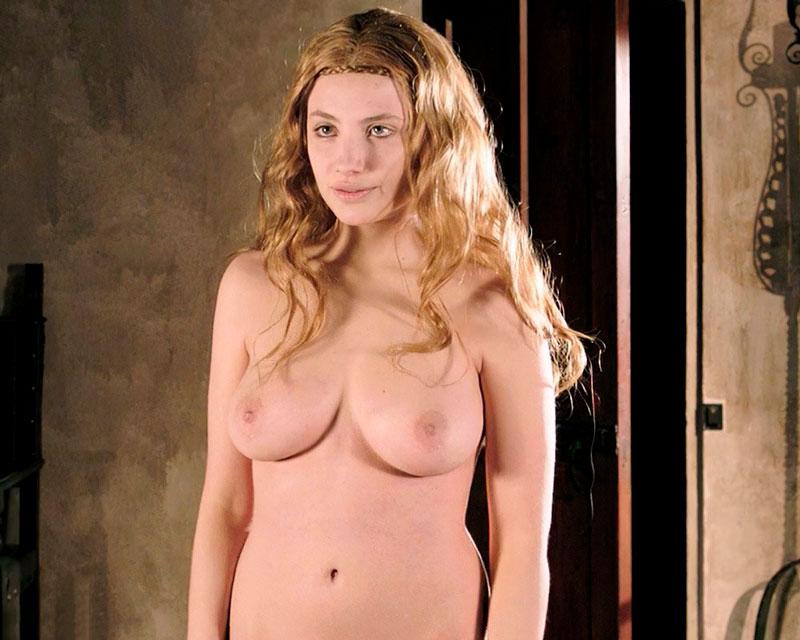Miriam Giovanelli Desnuda Vampiresa Sexy 3