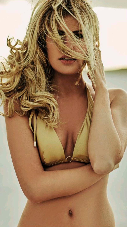 Adriana Abenia Parte Arriba Bikini Revista Gq