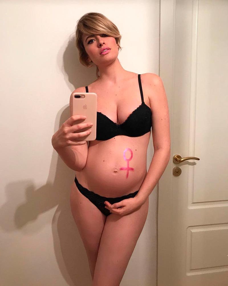 Adriana Abenia Semidesnuda Embarazada Instagram 2