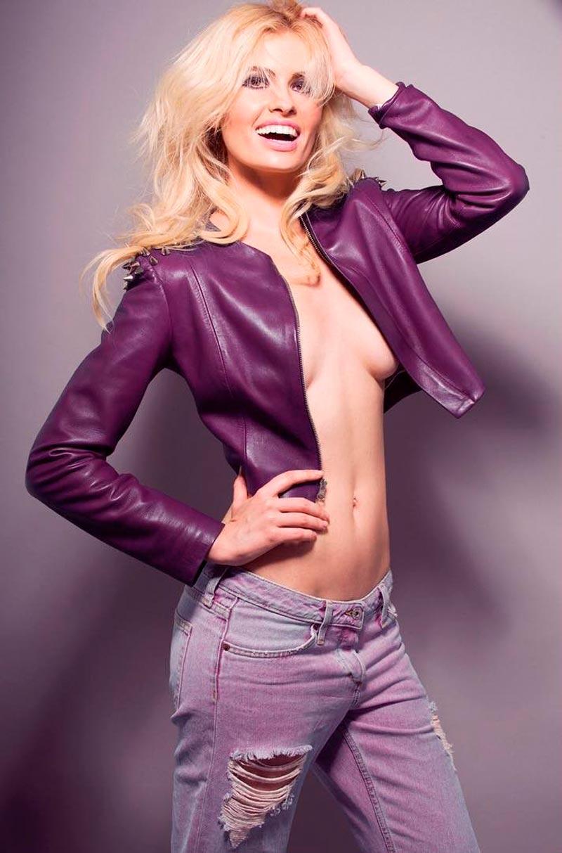 Adriana Abenia Topless Revista Moda