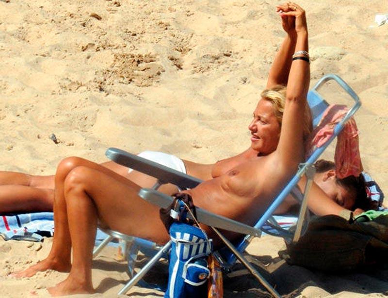 Cristina Tárrega Pillada Topless Playa 6