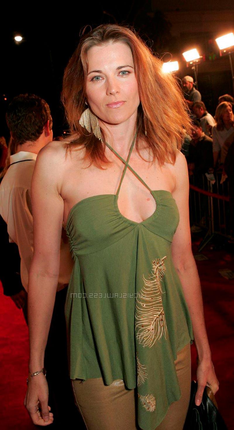 Lucy Lawless Actriz Neozelandesa Vestido Transparente
