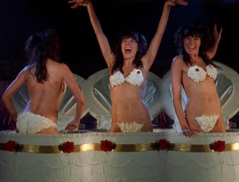 Lucy Lawless Desnuda Bikini Nata