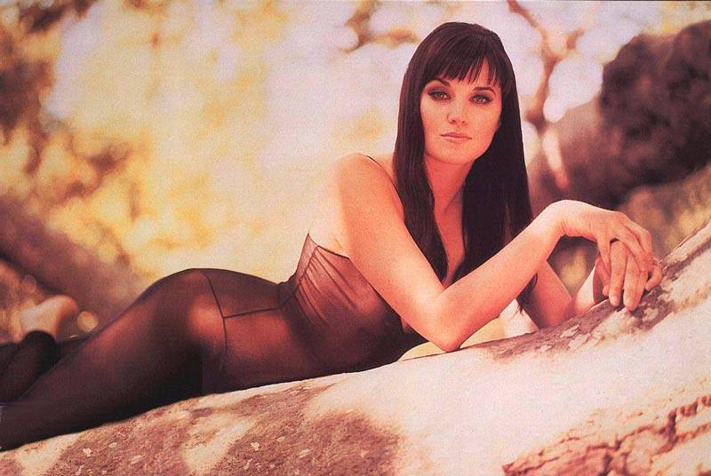 Lucy Lawless Fotos Eróticas Lencería 5
