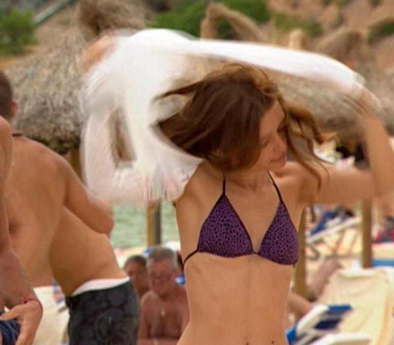 Ariadna Cabrol Bikini Sexy Playa