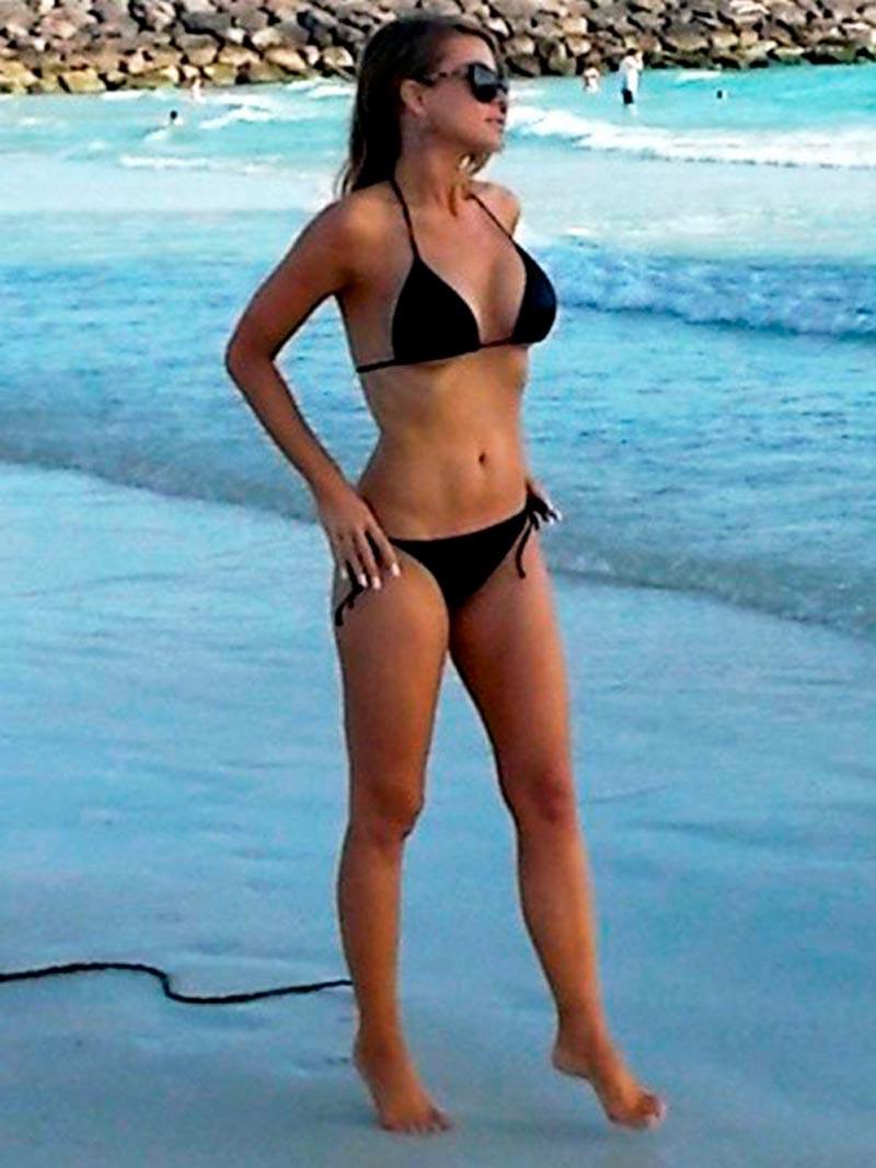 Carmen Electra Famosa Serie Vigilantes Playa 5