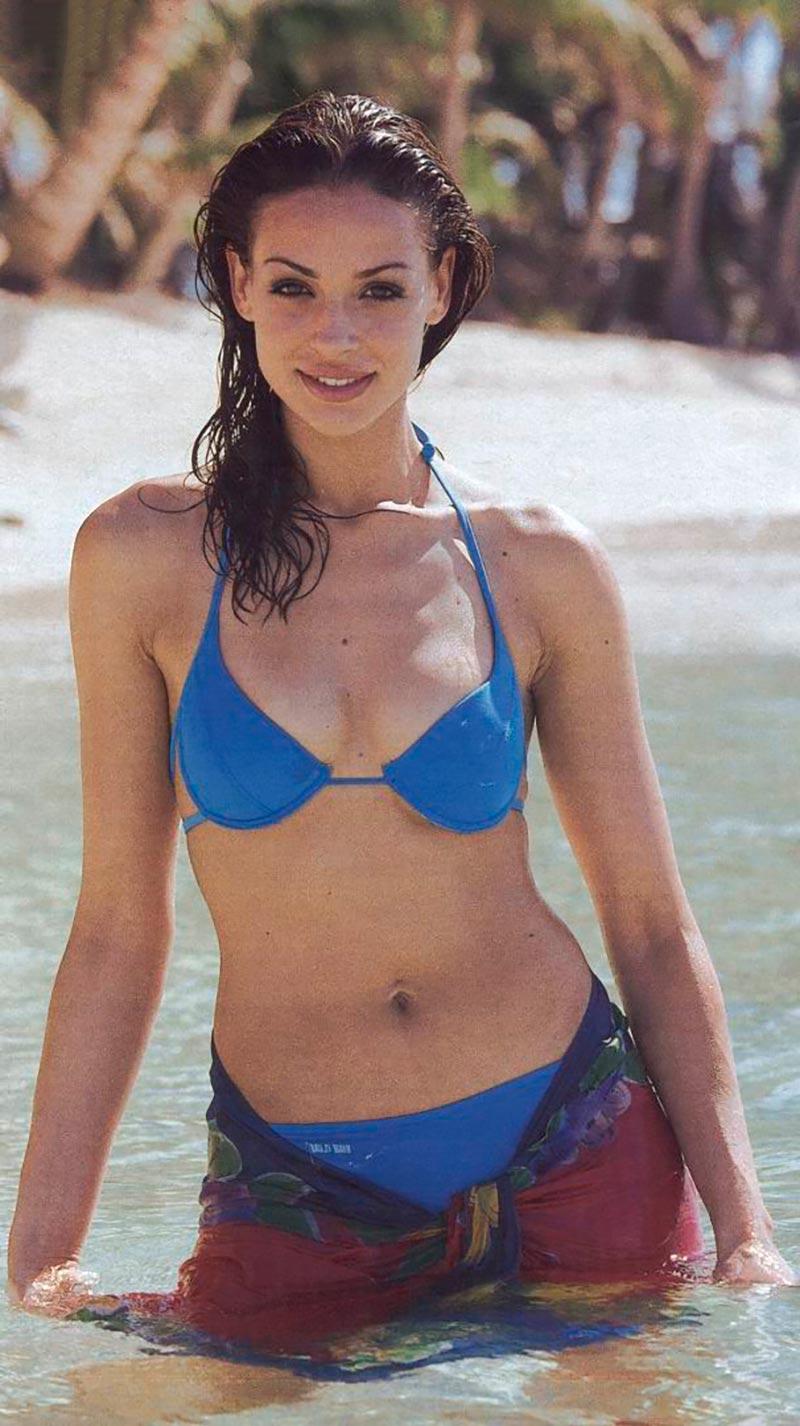 Eva González Posado Sexy Bikini