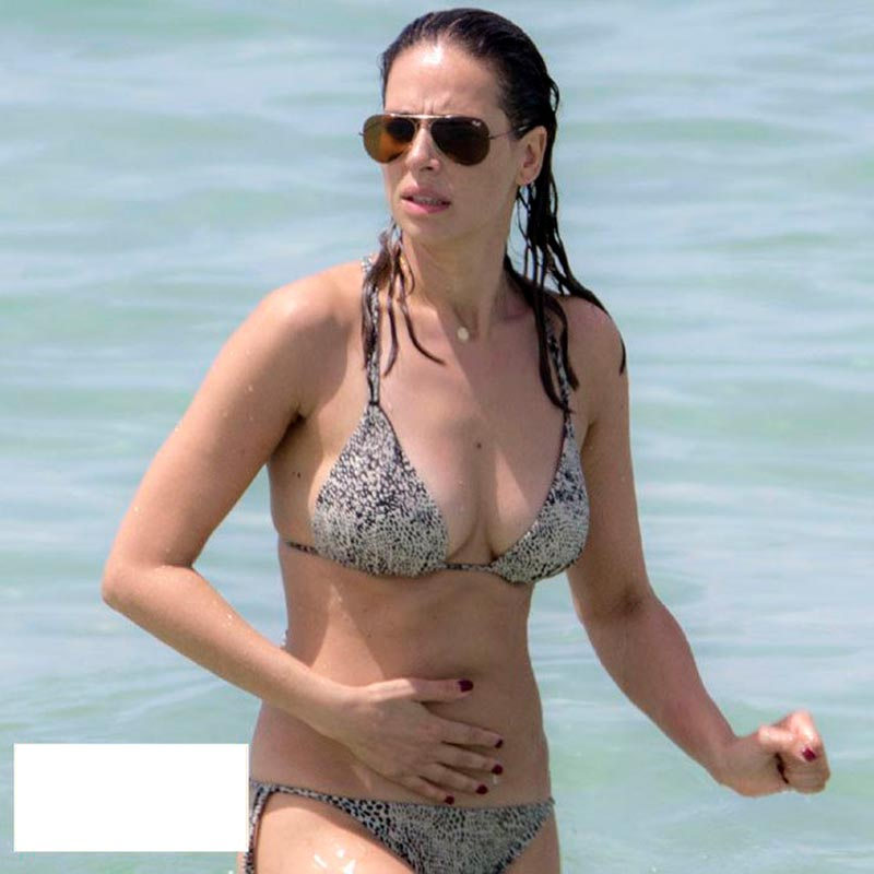 Eva González Presentadora Masterchef Pillada Bikini