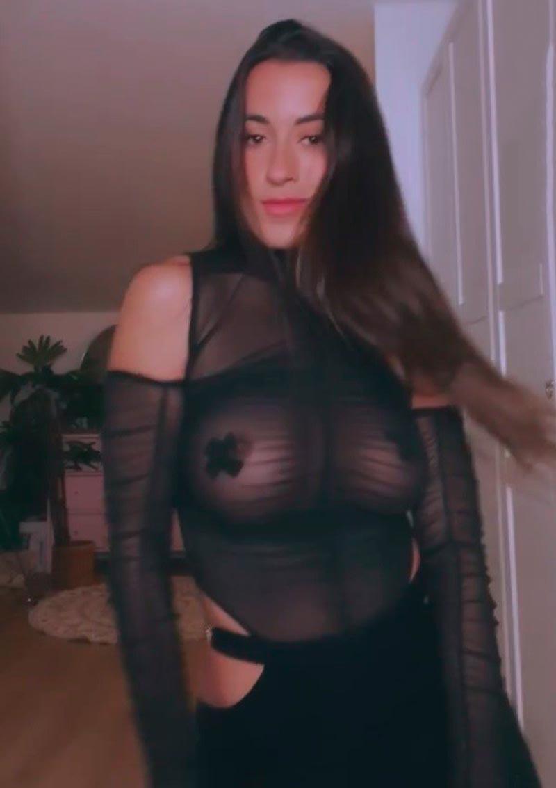 Paula Gonu Desnuda Topless Instagram 2