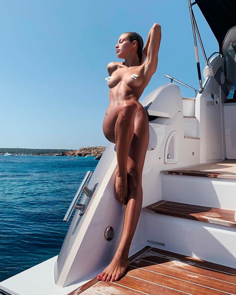 Jessica Goicoechea Semidesnuda Curvas Cuerpo 9
